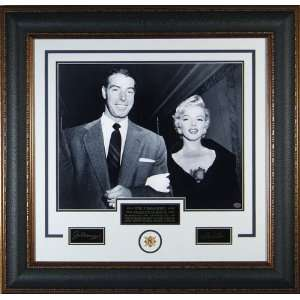 JOE DIMAGGIO AND MARILYN MONROE   ENGRAVED SIGNATURE DISPLAY