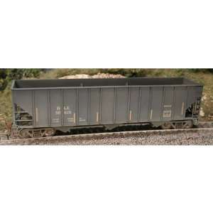 Bowser Manufacturing HO Scale RTR 100 Ton Hopper/Weather: Toys & Games