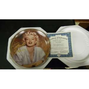 The Bradford Exchange Marilyn Monroe Collector Plate Lady in Red